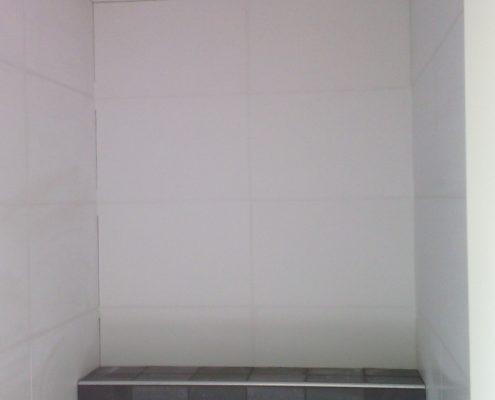 Toilet Renovatie witte tegel
